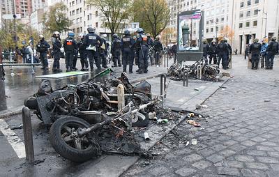 """""""Желтые жилеты"""" отметили годовщину своих акций погромами в Париже"""