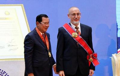Послу России в Камбодже вручена высшая государственная награда для иностранных граждан