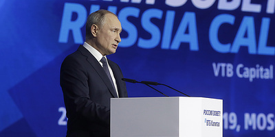 """Экономика, нацпроекты, климат. О чем Владимир Путин говорил на форуме """"Россия зовет!"""""""
