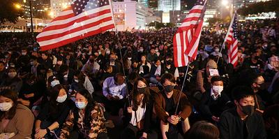 Китай и США обменялись санкциями из-за Гонконга. Что будет с торговой сделкой?