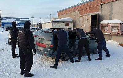 Силовики изъяли в Сургуте около 20 тонн поддельного алкоголя
