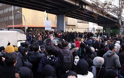 Посла Британии в Иране задержали на несколько часов на акции протеста