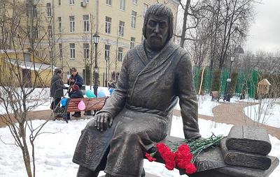В Москве открыли памятник основателю Трехгорной мануфактуры