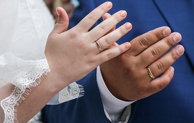 В Москве впервые прошли ночные регистрации брака