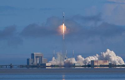 Ракета с 60 микроспутниками системы Starlink запущена с космодрома во Флориде