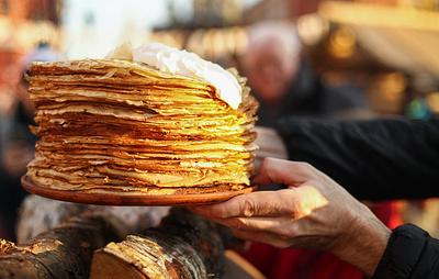 Свежий хлеб из печи, блинный рай и шоу ряженых: в Москве начали отмечать Масленицу