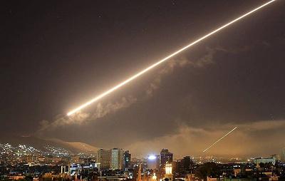 СМИ: сириийские силы ПВО отражают ракетную атаку в районе Дамаска