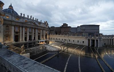 Папа Римский Франциск внеурочно благословил католический мир на пустой площади Ватикана