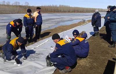 В Алтайском крае впервые устанавливают водоналивные дамбы для защиты от паводка