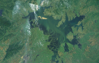 Ученые Томского политеха ищут способ очистки крупнейшего озера Китая