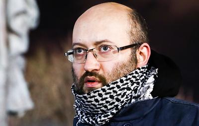 """Суд арестовал журналиста Азара за пикет в поддержку основателя """"Омбудсмена полиции"""""""