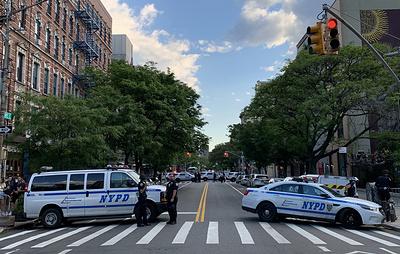Полиция в Нью-Йорке перекрывает все подъезды к полицейским участкам из-за протестов