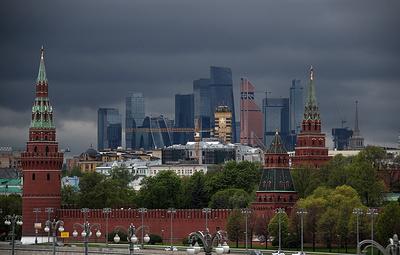 МЧС распространило экстренное предупреждение о грозе и сильном ветре в Москве