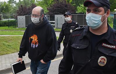 Мосгорсуд сократил срок наказания Азару за несанкционированную акцию и отпустил его