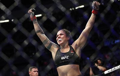 Нуньес защитила титул чемпионки UFC в полулегком весе, победив Спенсер