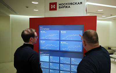 Курс доллара на Мосбирже поднялся выше 71 рубля