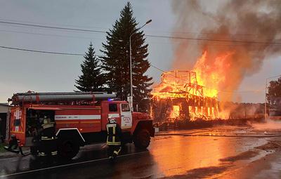 Под Томском горит деревянный храм XIX века