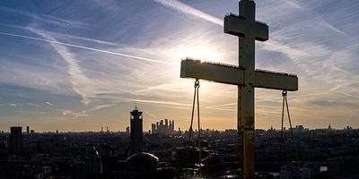 Воздвижение Креста Господня: история, смысл и традиции праздника
