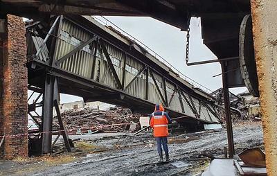 Два человека погибли при обрушении перехода между зданиями на шахте в Коми