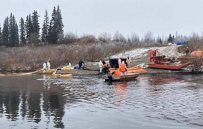Специалисты не зафиксировали гибели рыб на месте нефтеразлива на реке Колва в НАО