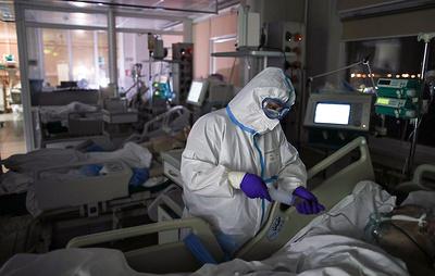 В России болеет в полтора раза больше заразившихся коронавирусом, чем на пике в июне