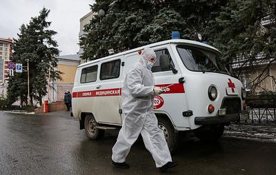 Кабмин за октябрь выделит почти 25 млрд рублей на выплаты борющимся с COVID-19 медикам
