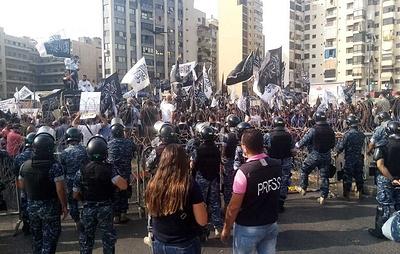 Полиция применила в Бейруте слезоточивый газ против исламистов у посольства Франции