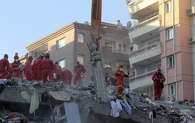 Число погибших в результате землетрясения в Измире увеличилось до 25