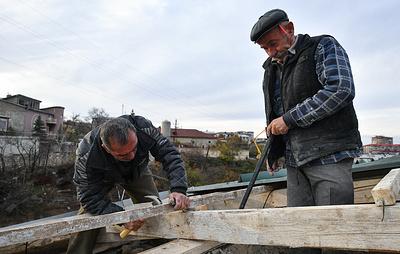 В Степанакерте восстанавливают дома из поставленных МЧС РФ стройматериалов
