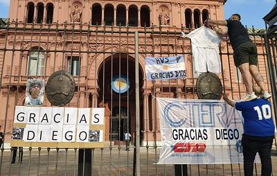 Власти Аргентины ожидают около 1 млн человек на прощании с Марадоной
