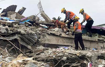 Число жертв последствий землетрясений в Индонезии выросло до 78