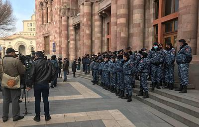 Военные потребовали отставки Пашиняна. Что известно о ситуации в Армении