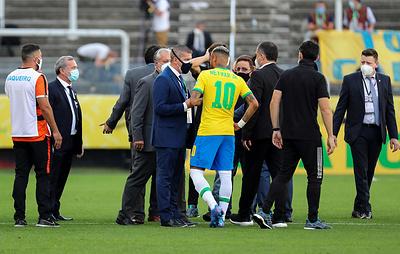 Матч сборных Бразилии и Аргентины по футболу прерван