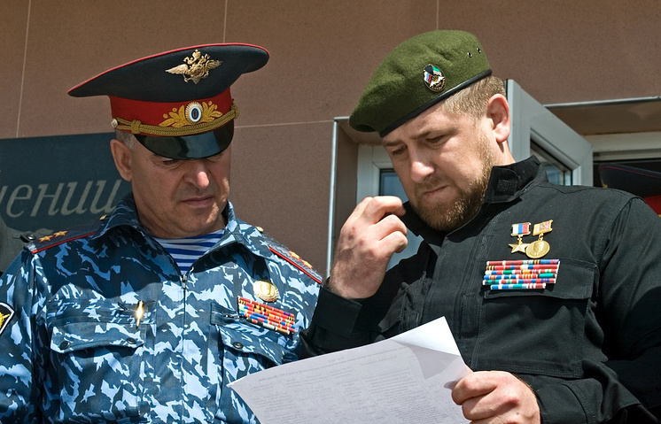 Chechen leader Ramzan Kadyrov (right) and the republic's Interior Minister Ruslan Alkhanov (archive)