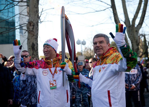 UN Secretary  General Ban Ki-moon (L) and head of the IOC Thomas Bach (R)