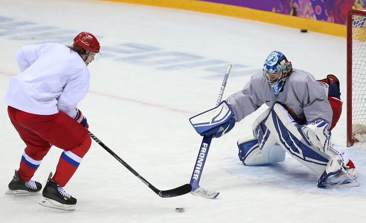 Forward Viktor Tikhonov and goaltender Alexander Yeremenko