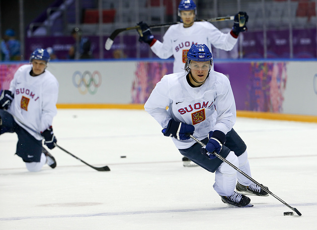 Finland forward Mikael Grandlund runs through a drill during a training session at the Bolshoy Ice Dome