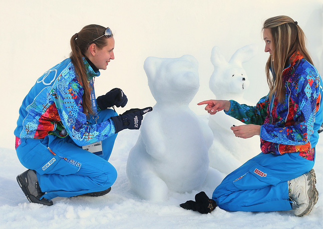 Volunteers making Sochi Olympics mascots figures of snow