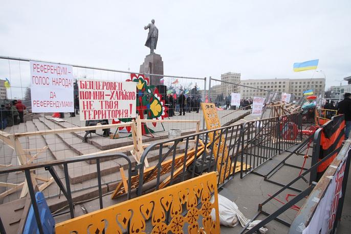Barricades around the Lenin monument in Kharkiv