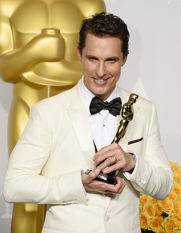US actor Matthew McConaughey holds his Oscar for Best Performance by an Actor in a Leading Role for 'Dallas Buyers Club'