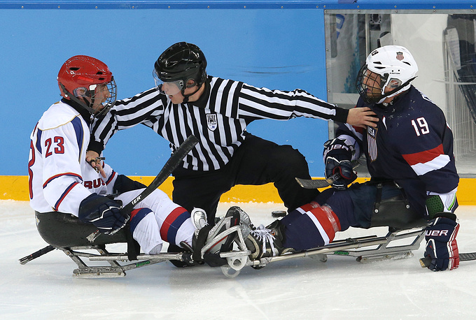 Ice sledge hockey Preliminary round Group B match Russia vs. USA