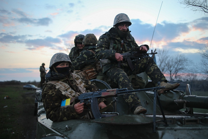 Ukrainian army stationed tanks outside Sloviansk