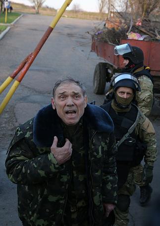 Commander of the military operation Gen. Vasily Krutov talks to protestera at Kramatorsk air base