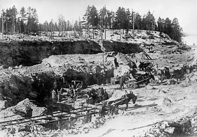 Photo: construction of the White Sea – Baltic Sea Canal in 1932