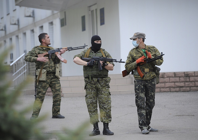 Supporters of federalization at the regional police office in Luhansk