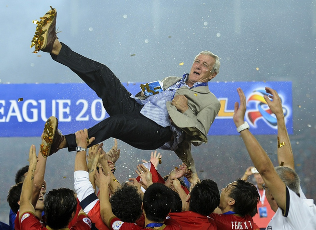 Third ranks Italian Marcello Lippi, manager of Guangzhou Evergrande (China) with an annual salary of $14 million