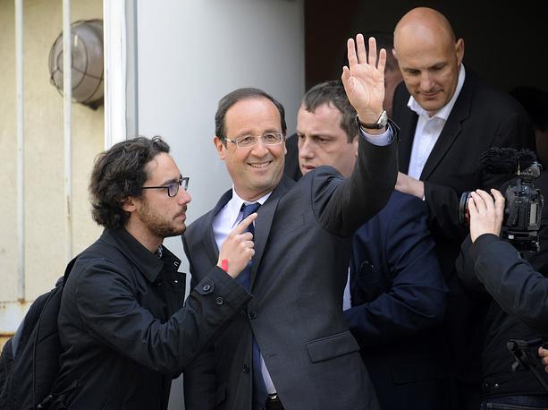 Francois Hollande (C) and his son Thomas Hollande (L)