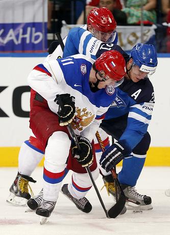 Russia's Malkin (L) battles for the puck against Finland forward Jori Lehtera
