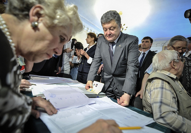 Petro Poroshenko during at a polling station