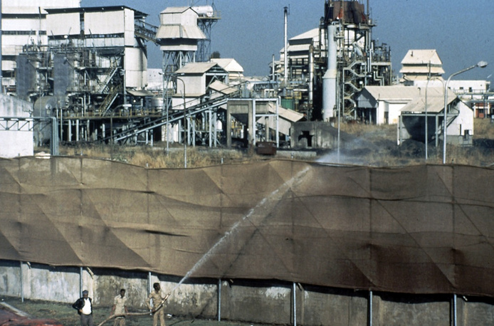 On December 3, 1984, a poisonous gas spill at an enterprise owned by US Union Carbide killed over 3,000 people in Bhopal, India. The death toll rose later to over 20,000 people.
